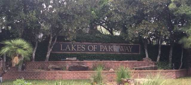 Lakes of Parkway Houston Entrance Sign