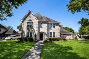 Stunning Executive Home - Oaks of Parkway - Front