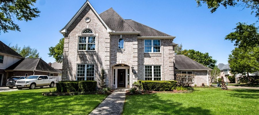 Stunning Executive Home – Oaks of Parkway